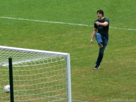brandon-routh-playing-football-02