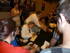 cassandra-clare-and-jamie-campbell-bower-signing-autographs-02