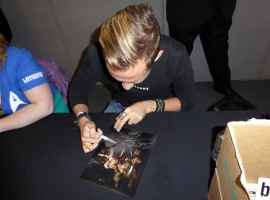 Dominic Monaghan Signing Autographs 01JPG