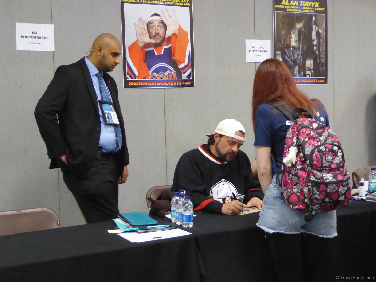 Kevin-Smith-Signing-Autographs-2JPG