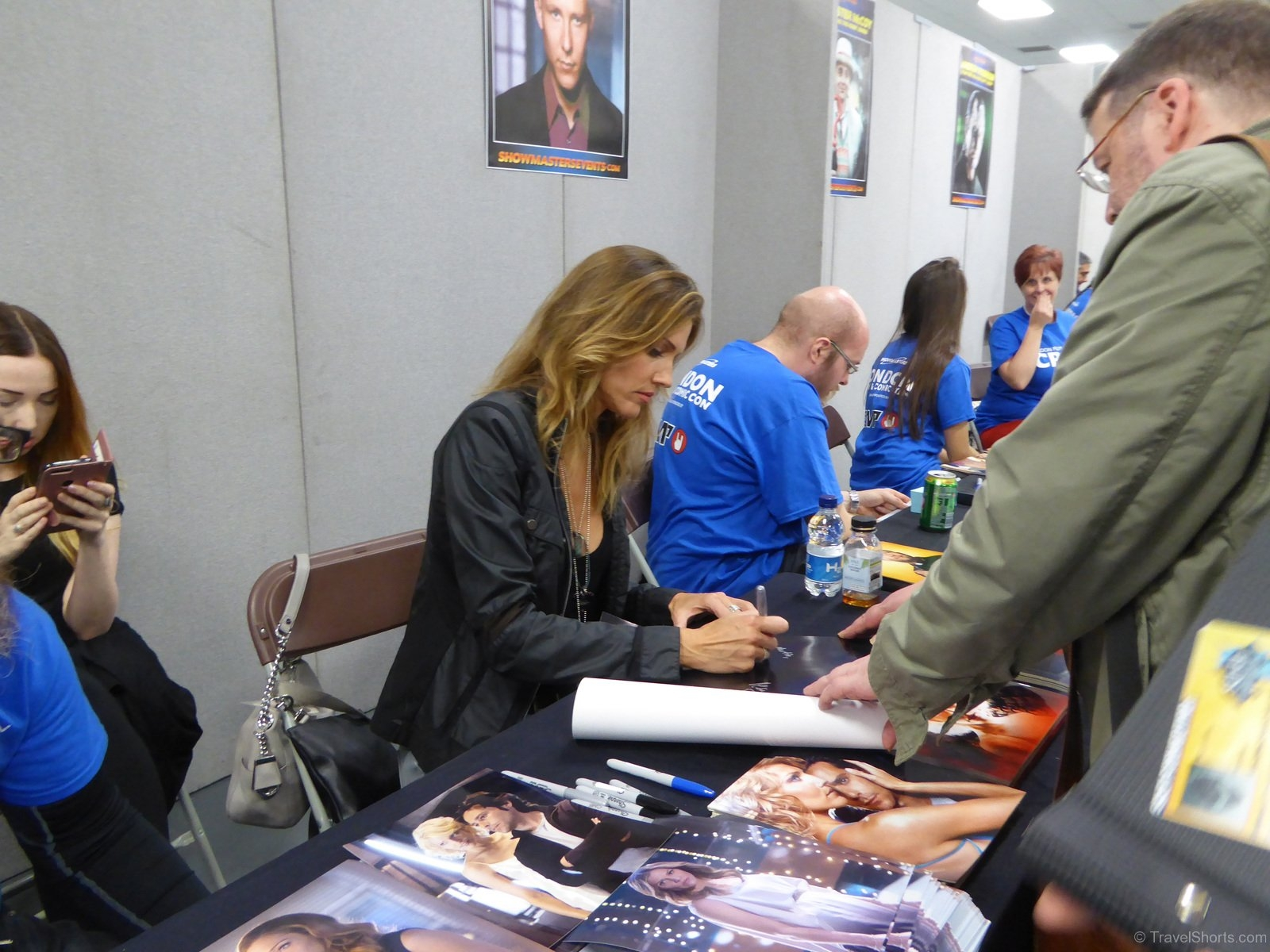 Tricia-Helfer-Signing-Autographs-3JPG