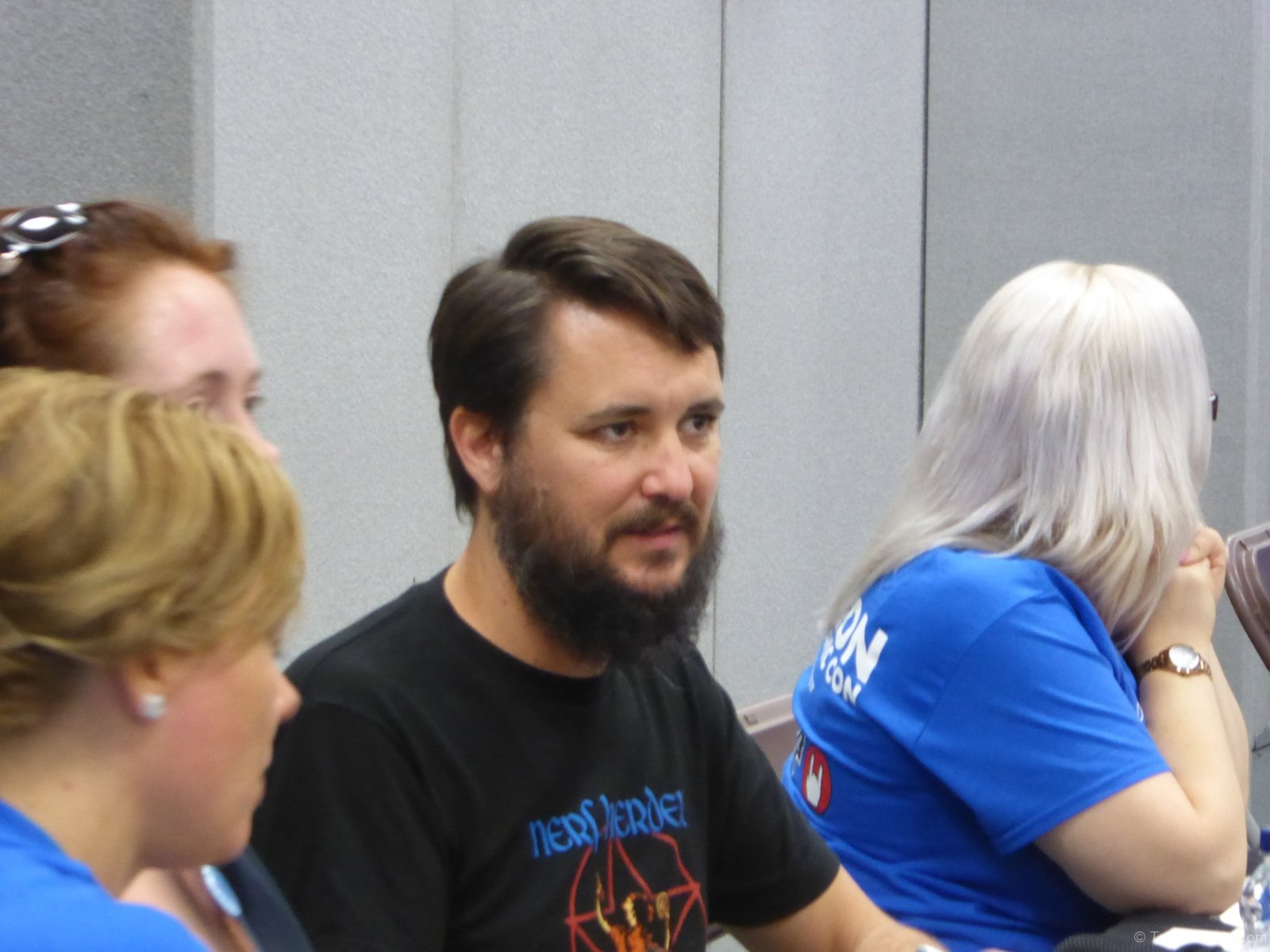 Wil-Wheaton-Signing-Autographs-3JPG