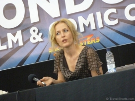 gillian-anderson-talk-at-lfcc-22