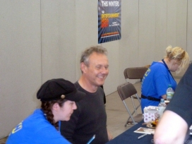 anthony-head-signing-autographs-w
