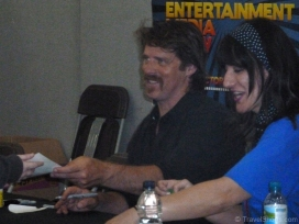 ben-browder-signing-autographs-2