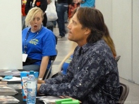 kevin-sorbo-signing-autographs-2