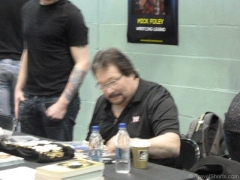 ted-dibiase-million-dollar-man-signing-autographs-at-wales-comic-con-1