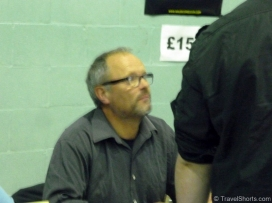 robert-llewellyn-signing-autographs
